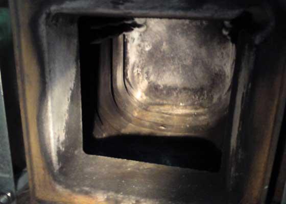 Chambre de combustion de la chaudière après nettoyage